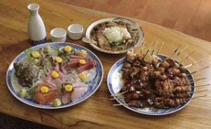 名物は甘辛ダレが絡む焼き鳥、市場で直接仕入れの魚も美味。