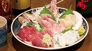 築地で仕入れた新鮮な刺身がお得[Great deals on sashimi from Tsukiji fish market]