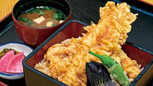 はみ出す穴子天重の迫力!![Giant servings of eel tempura]