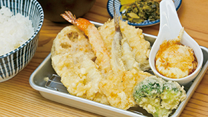 目の前で揚げた天ぷらがこの価格![Great deals on tempura fried while you watch]
