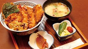 ごま油の香りが食欲をそそる天ぷら [The enticing scent of sesame oil tempura]