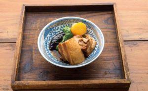 【大田区中央】トロリとほぐれる豚の角煮は、じっくり煮込んだ自慢の逸品