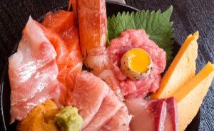 【長原】〝新鮮な魚介類〟と〝広島風お好み焼き〟両方いっぺんに楽しめるお店