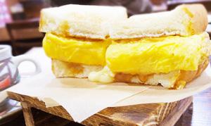 [たまごサンドの誘惑]梅屋敷《きりん珈琲》厚焼きたまごサンド  チーズin