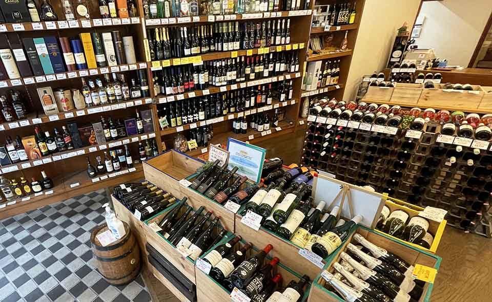 """ワイン500種類以上を常備する「ワインショップ 一力商店」はチーズやハムを量り売り:""""ムダを減らしてエコな生活を""""  大田区の量り売りショップ"""