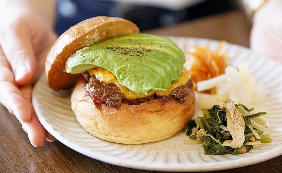 毎日でも食べられる革命的グルメバーガー「KAKUMEI Burger&Café」/JR蒲田駅・蓮沼駅
