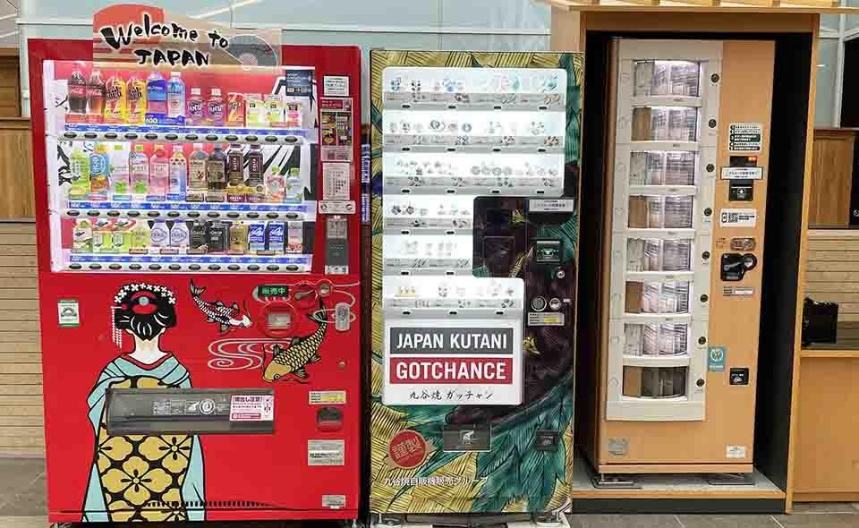 羽田空港のおもしろ自販機巡り=第3ターミナル